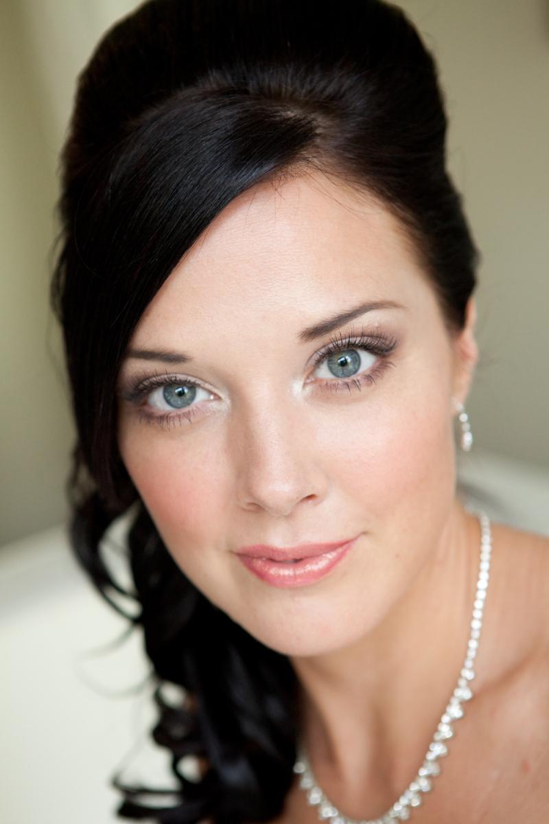 stylist Thomasson/makeup  makeup artist bridal natural artist makeup  hair and  Alejandra